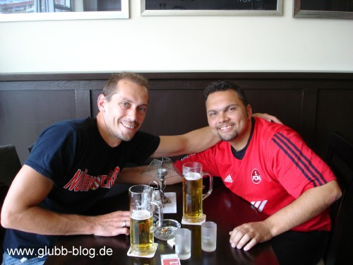 Dudze und Bomber Manolo (wer sonst) im Lamó (Schmeckt Jedem!) im Einkaufszentrum in der Nähe.