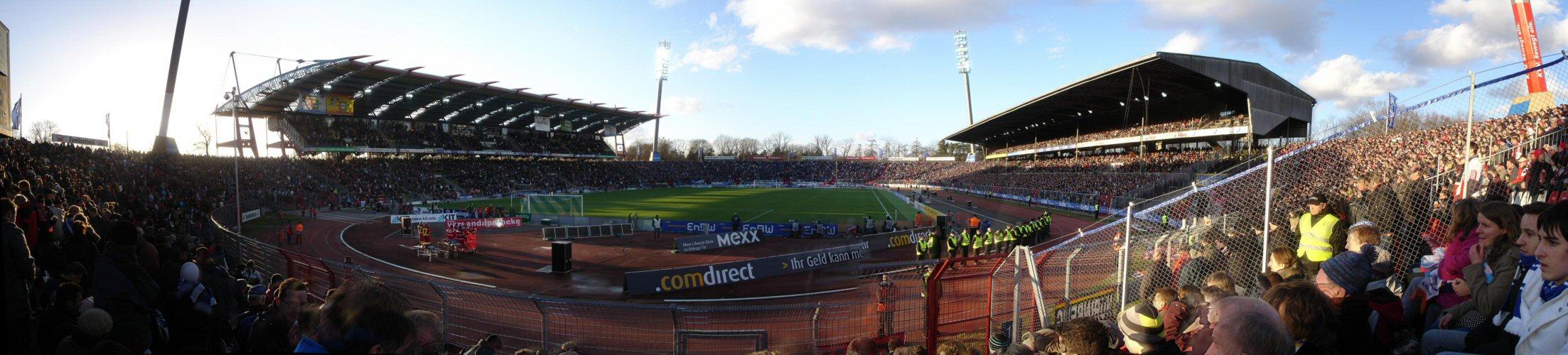 Karlsruher SC - 1.FC Nürnberg im Karlsruher Wildparkstadion