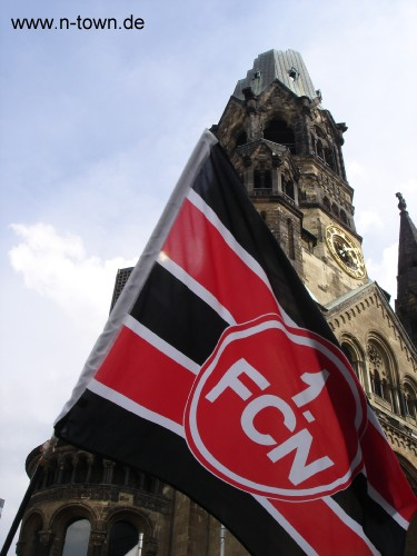 Glubb beim Pokalfinale auf dem Kurfüstendamm vor der Gedächtniskirche 1.FCN Nürnberg Club