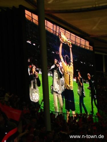 Nürnbergs Schäfer mit dem DFB-Pokal