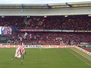 Glubbfans erwartungsfroh vor dem Freiburg-Heimspiel