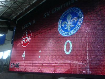 Anzeigetafel Frankenstadion: Nürnberg Amateure gegen Darmstadt 98 4:0